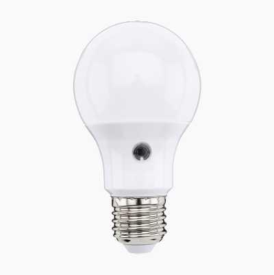 LED SENSOR E27 470LM