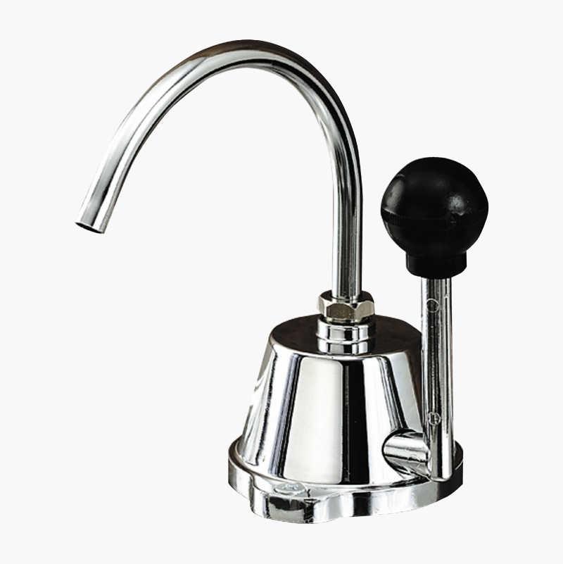 Vandhane med håndpumpe