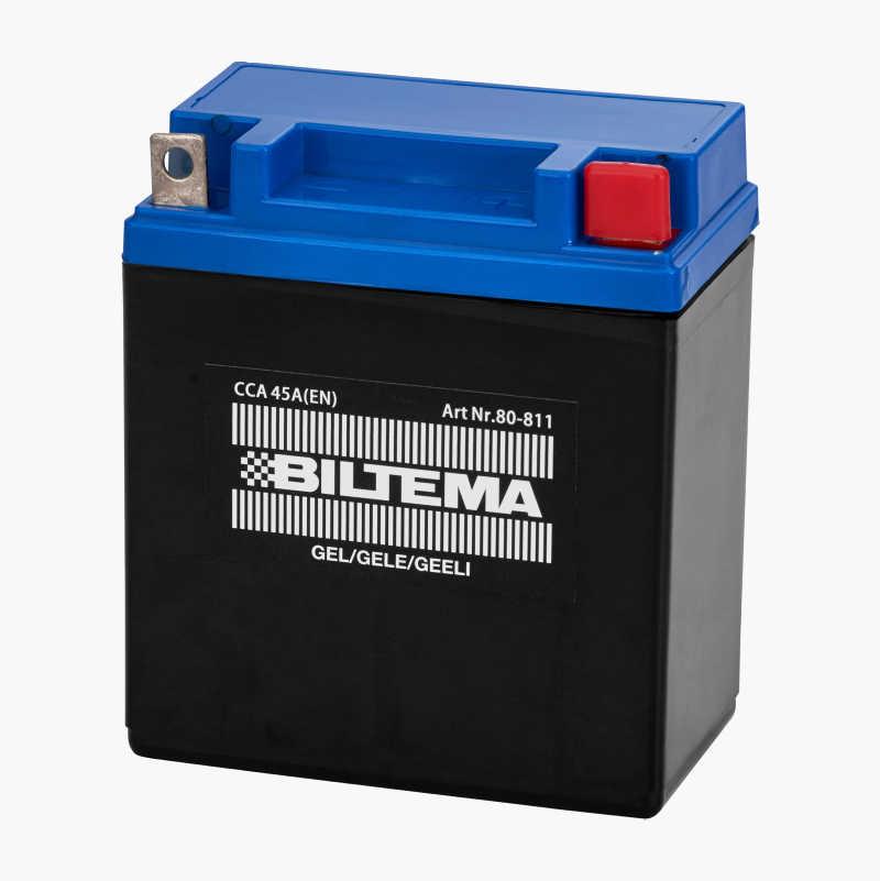 Lade bilbatteri med konvensjonell batterilader