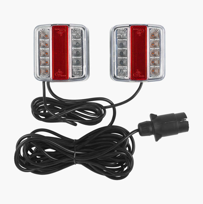 Magnetic rear lamps for trailers